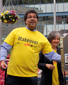 Mayor Nenshi demonstrating proper disposal of cigarette butts